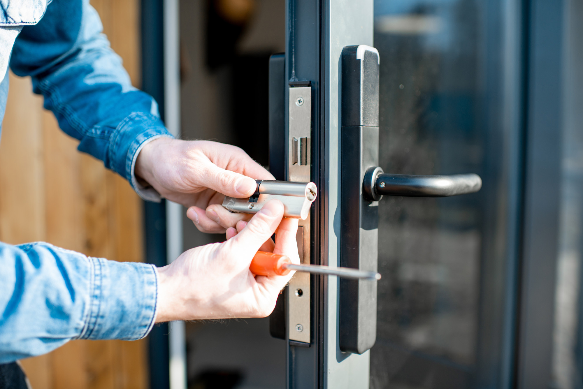 9 Tips for Finding a Trustworthy and Reliable Locksmith